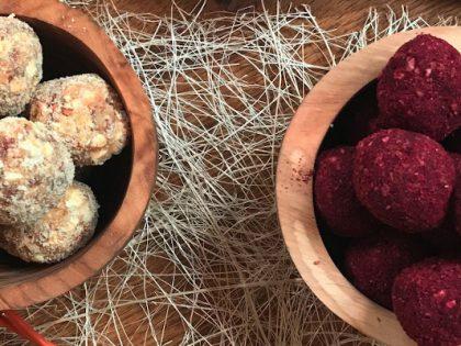Hibiskus und Baobab Energy-Balls
